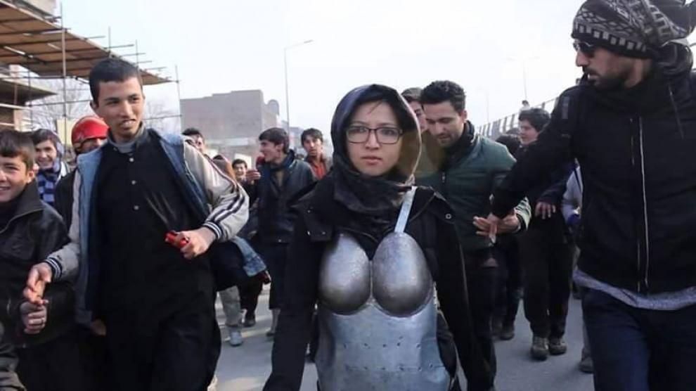 Kabul, un'armatura contro le molestie sessuali