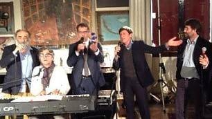 Omaggio a Dalla, Gianni Morandi fa cantare il ministro Franceschini    foto   -  A casa di Lucio  immagini