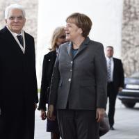 Berlino, prima visita ufficiale Mattarella: incontro con Gauck e Merkel