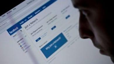 Facebook, un tasto per prevenire i suicidi un team di esperti valuta le segnalazioni