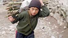 Beirut, sempre in bilico tra pace e guerra  non ha tempo  per occuparsi  dei bambini di strada   di MAURO POMPILI