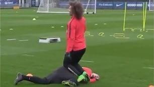 """E stavolta il """"bullo"""" Ibra subisce Lo scherzo di Luiz in allenamento"""