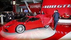 Salone di Ginevra/  lo speciale    bagno di folla: la Ferrari 488 GTB