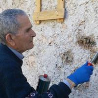 Svastica nei luoghi simbolo della Resistenza: partigiano novantenne la cancella