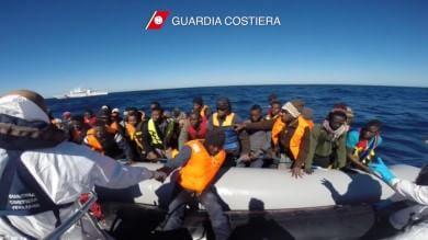 """Migranti, Ue: """"Gestire emergenza cooperando anche con dittature"""""""