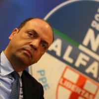 """Corruzione, Renzi avvisa Alfano: """"Basta sgambetti"""""""
