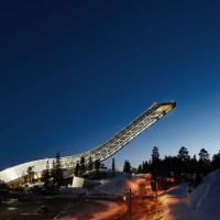 Norvegia, vetro e acciaio: l'attico sospeso sulle piste da sci