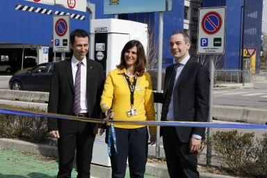 Nissan, inaugurata la prima colonnina di ricarica rapida 'CHAdeMO' all'Ikea