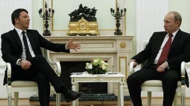 """Renzi a Mosca, Putin: """"Con l'Onu in Libia""""  Premier: """"Insieme contro terrorismo""""   vd"""