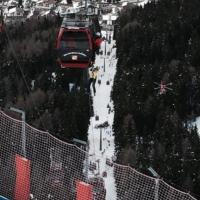 Val Gardena, albero sulla cabinovia: 200 persone bloccate, il salvataggio