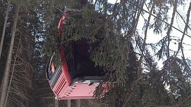 Maltempo, vento e frane: 3 morti   Fotoracconto      foto da Twitter        Salvati i 200 bloccati    video    in cabinovia   foto