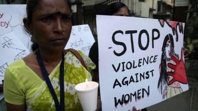 India, folla lincia uno stupratore  Suicida una sedicenne violentata