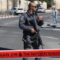Torna il terrore a Gerusalemme: si lancia con l'auto contro la folla, 5 donne poliziotto...