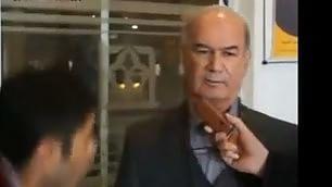 Colpo basso dal presidente  al reporter durante l'intervista