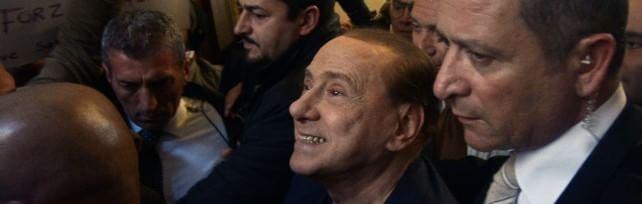 """Berlusconi: """"Torno in campo per vincere""""   video    Festa a Palazzo Grazioli   video   -   foto   -   twitter"""