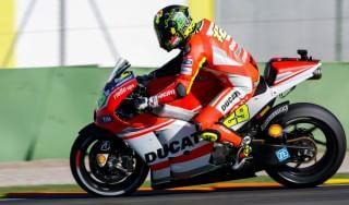 MotoGp, test Losail: Ducati-show con Iannone e Dovizioso, Rossi solo ottavo