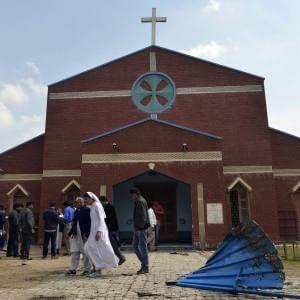 Pakistan, attacchi a chiese a Lahore: 14 morti. Linciati due presunti colpevoli