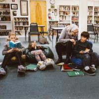 """Nancie, la prof più brava del mondo: """"I miei ragazzi leggono 40 libri l'anno"""""""