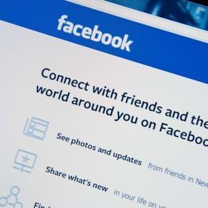 No a violenze, bullismo e nudità: Facebook chiarisce le sue regole