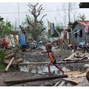 """Il ciclone """"Pam"""": 3.300 persone nei rifugi e 60.000 bambini con urgente bisogno di assistenza"""
