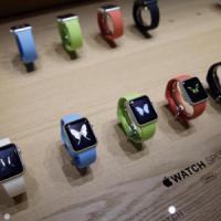 Apple ha deciso: 15 minuti a persona per provare il suo smartwatch