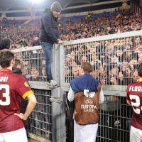 Roma-Fiorentina, giallorossi travolti. Contestazione della curva, e Totti discute con gli ultrà