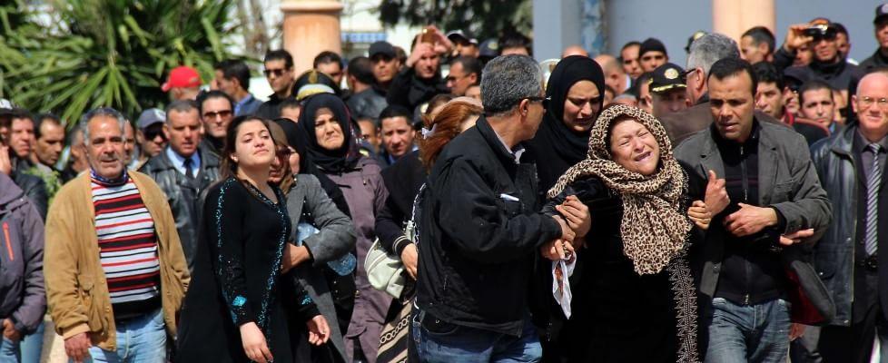 """Tunisia, governo: """"Attentatori addestrati in Libia"""". Gentiloni: """"Domani salme italiani a Roma"""""""