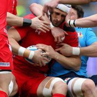 Rugby, le mani su Luke Charteris: lo scatto è meraviglioso