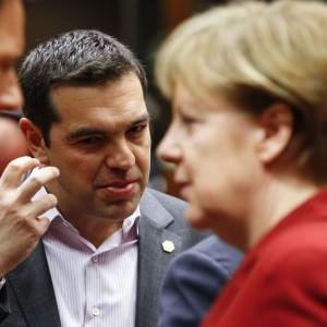 """Tsipras a Merkel, """"Senza aiuti è impossibile pagare il debito"""""""