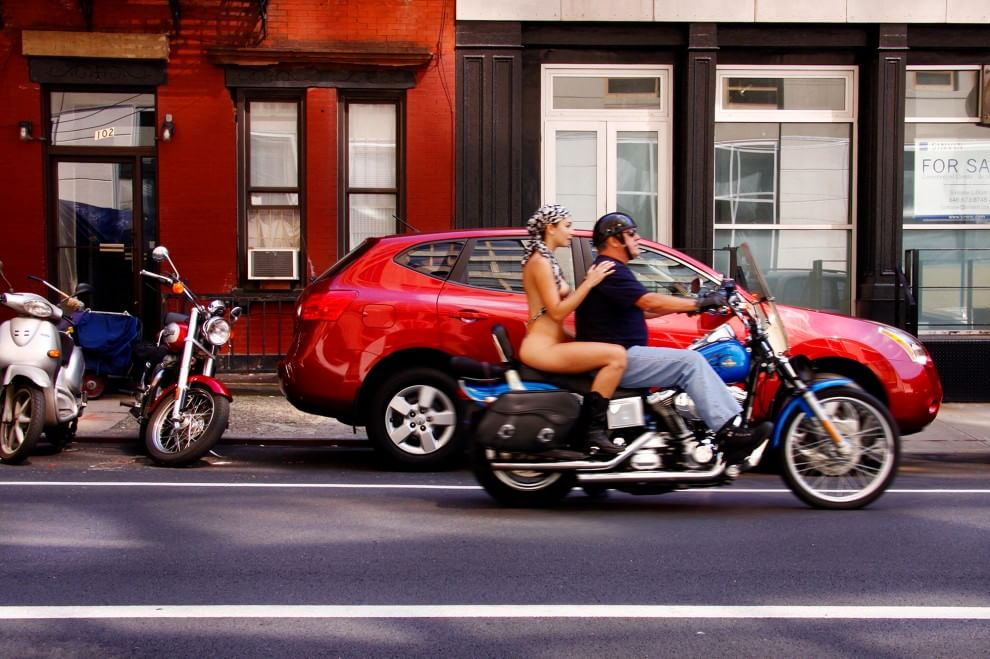 """New York: nuda e libera, il diavolo """"sveste"""" Erica Simone  - Repubblica.it"""