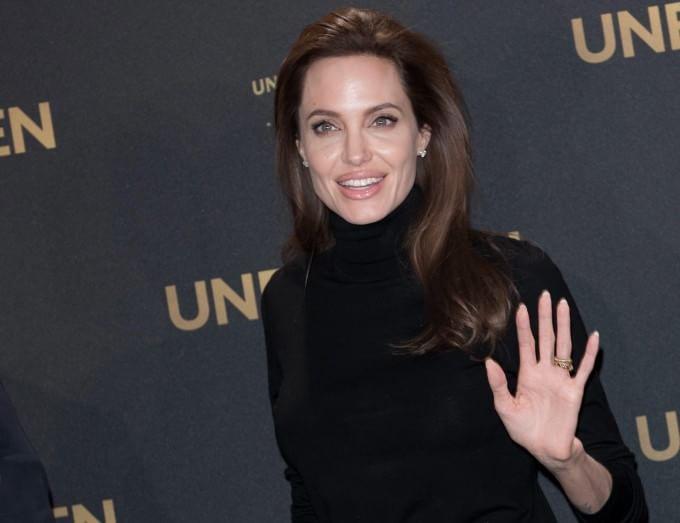 """L'oncologa: """"Angelina Jolie ha fatto una scelta coerente con la sua storia familiare"""""""