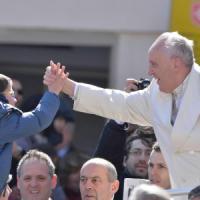 """Papa: """"La Chiesa non abbandona famiglie peccatrici. Pregate per il Sinodo"""""""