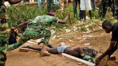 Bangui, un bambino al giorno viene ucciso  oppure subisce mutilazioni   Video - Foto