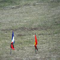 Germanwings, bandiere a lutto sul luogo del disastro