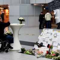 Disastro Germanwings, biglietti di cordoglio all'areoporto di Düsseldorf