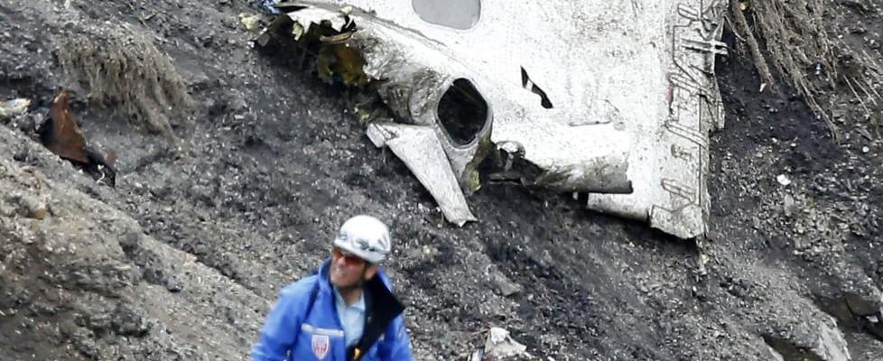 "Disastro Germanwings, ""Il copilota ha provocato volontariamente lo schianto"""