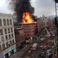 New York, palazzo esplode e crolla a Manhattan: 19 feriti, tre sono gravi