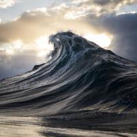 Il cacciatore di onde: montagne d'acqua nell'oceano