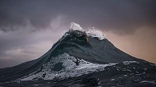 Il cacciatore di onde  Montagne d'acqua nell'oceano