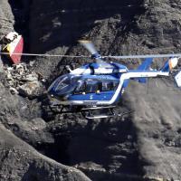 Germanwings, elicotteri in azione: a caccia della scatola nera