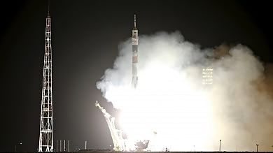 Spazio, tre astronauti sulla Soyuz   video   Due gemelli: uno sulla Iss, uno a terra