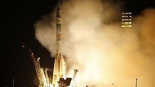 Soyuz, parte la maratona spaziale  Astronauti in orbita per un anno