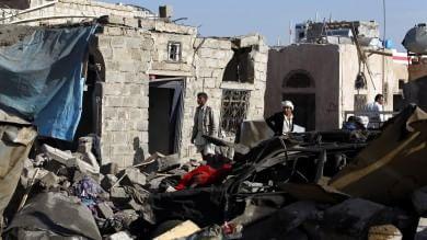 """Yemen, Riad: """"Raid continueranno""""   video     Mappa  La guerra tra sciiti e sunniti    video"""