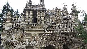 La reggia del postino, costruita con le rocce raccolte in 33 anni