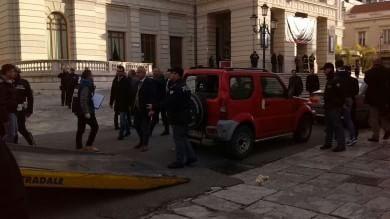 Reggio Calabria,  spara in aria     video     davanti al teatro del Congresso  di Magistratura democratica    foto