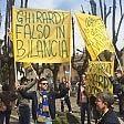 Tifosi del Parma 'occupano'  Carpendolo, il paese   foto   dell'ex  presidente Ghirardi