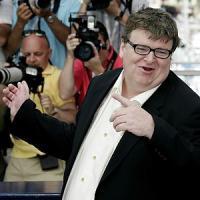 """Michael Moore: """"Più tasse ai ricchi, meno armi e guerre. Ecco cosa farei se fossi..."""