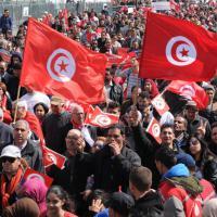 Tunisi, migliaia in piazza contro il terrorismo