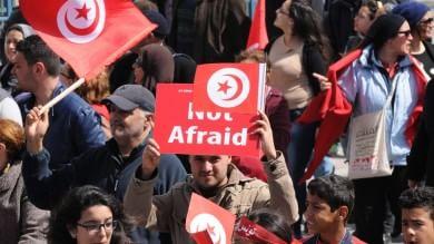 """Tunisi, migliaia in marcia   video   contro il terrorismo   foto   Renzi: """"Non gliela diamo vinta""""   vd"""