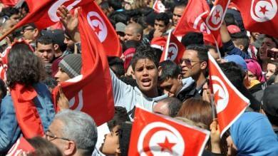 """Tunisi in marcia contro Jihad   video  -    foto   Renzi: """"Non gliela diamo vinta""""   video"""